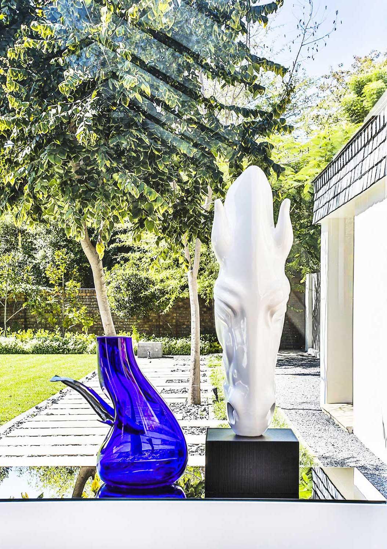 Emerald Black Contemporary Living Design